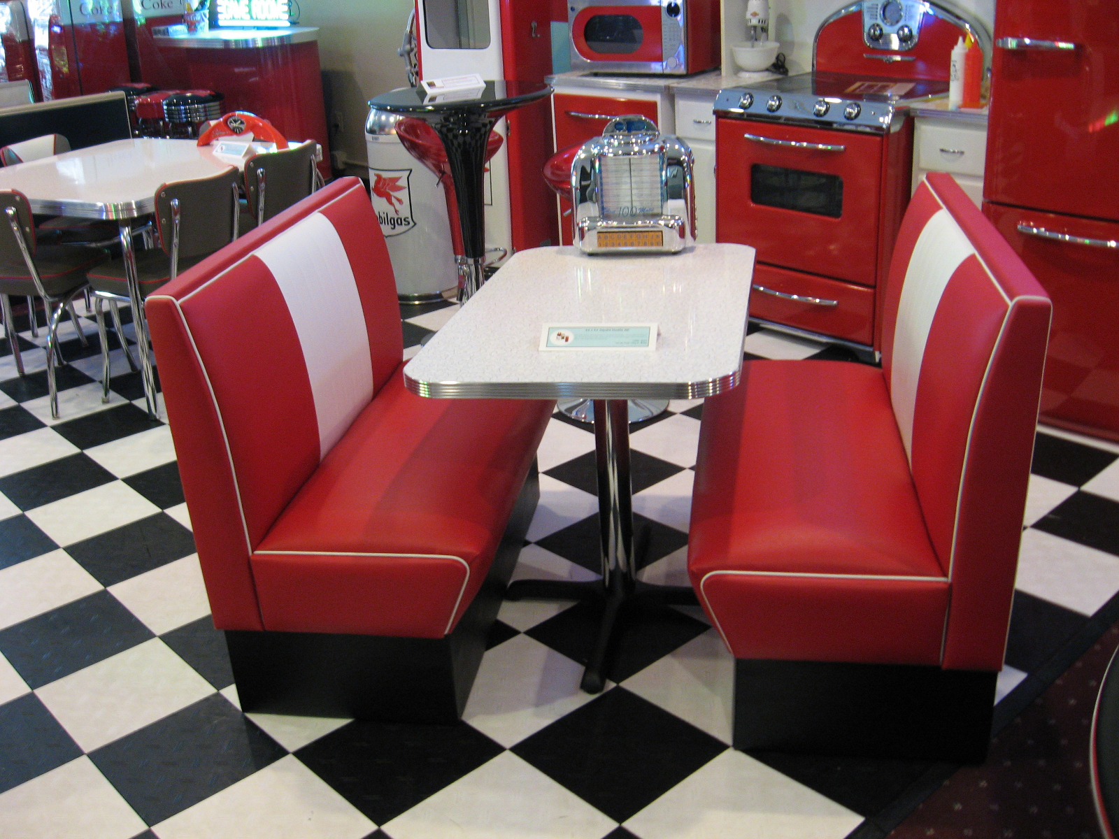 Cruiser-Diner-Booth-Red-and-White.png