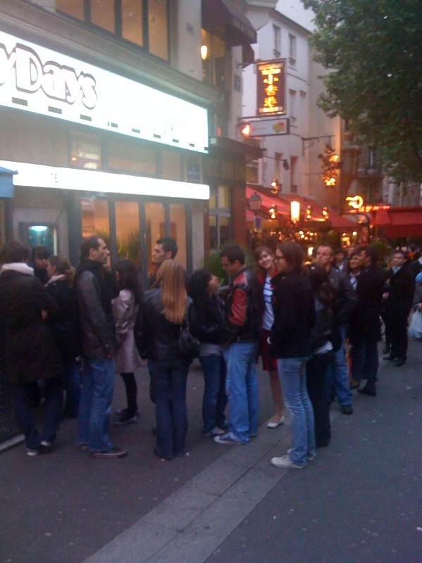 HD Diner Saint Michel - Customers in Line